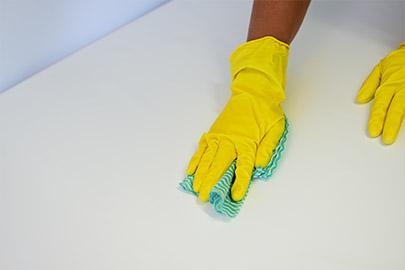 Latex-Handschuhe im Haushalt Fotolia_112876740_M
